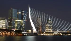 Slider Erasmusbrug de Rotterdam avond
